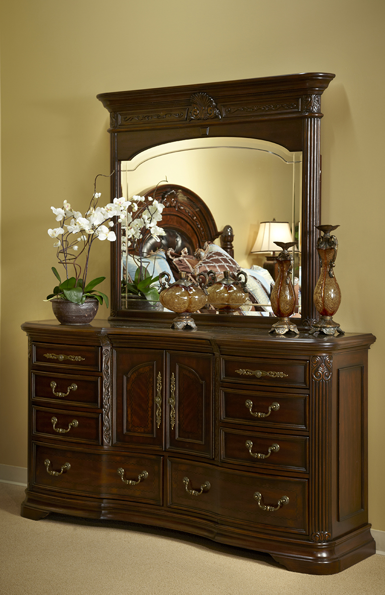 Close Up Dresser And Mirror